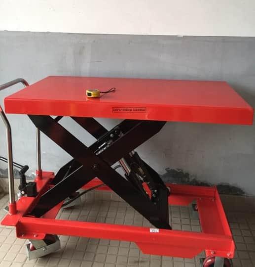 xe nâng mặt bàn 1500kg TT1500
